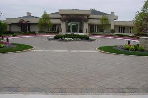 Brick paver circle driveway